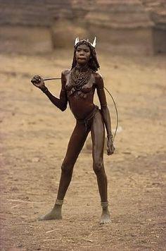 Nuba tribe East Africa - photo by Leni Riefenstahl Leni Riefenstahl, Tribal People, Tribal Women, African Tribes, African Women, Black Is Beautiful, Beautiful People, Fotografia Retro, Xingu