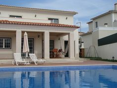 The villa has a large private pool of meters and walled private garden with barbecue, porch swing and outdoor equipment so you can enjoy a fantastic holiday. The condominium has tennis court. With wireless .