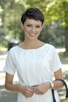 Today we have the most stylish 86 Cute Short Pixie Haircuts. We claim that you have never seen such elegant and eye-catching short hairstyles before. Pixie haircut, of course, offers a lot of options for the hair of the ladies'… Continue Reading → Short Pixie Haircuts, Pixie Hairstyles, Short Hairstyles For Women, Haircut Short, Braided Hairstyles, Very Short Hair, Short Hair Cuts, Pixie Cuts, Great Hair