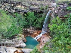 Cachoeira do Urucá (Uiramutã - RR) A cachoeira do Urucá possui 20 metros de altura, sua água cai em um poço com água transparente, de tonalidade levemente esverdeada. Alguns quilômetros abaixo, no mesmo igarapé, encontra-se a 'cachoeira das Sete Quedas', com uma sucessão de quedas d'água e piscinas naturais.