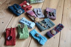 Cute little wrist warmers. So perfect for using up that left over yarn stash.