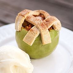 Apple Pie Baked in the Apple- impress the thanksgiving guests with this fun dessert!