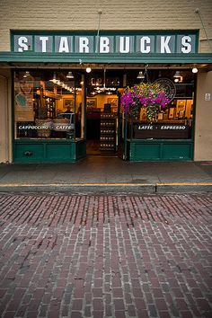 The Original Starbucks in Seattle. First Starbucks at Pike's Place Market in Seattle, WA. I Seattle! Future home! Oh The Places You'll Go, Places To Travel, Places Ive Been, Places To Visit, Vacation Places, Seattle Washington, Washington State, Yasmine Galenorn, Starbucks Seattle