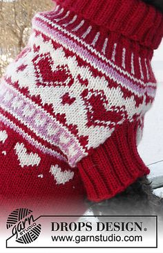 """Knitted DROPS dog's jumper for valentine with hearts in """"Karisma"""""""