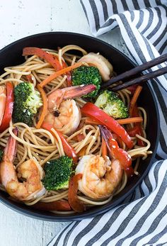 Business Cookware Ought To Be Sturdy And Sensible Shrimp And Broccoli Lo Mein - Skip The Takeout And Make This Budget-Friendly Meal In Less Than 30 Minutes Asian Recipes, Ethnic Recipes, Asian Foods, Creole Cooking, Shrimp And Broccoli, Lo Mein, How To Cook Shrimp, Southern Recipes, Shrimp Recipes