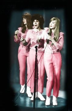 The Shangri Las Rock N Roll, Rock And Roll Girl, Rock & Pop, 60s Music, Music Icon, Soul Music, Reggae Music, Blues Music, The Ventures