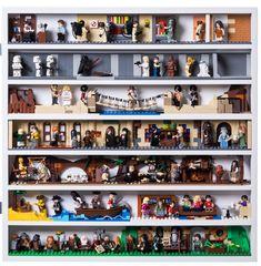 LEGO set database: The ultimate minifigure display solution Lego Minifigure Display, Lego Display, Frame Display, Mini Figure Display, Lego Frame, Lego Creative, Lego Base Plates, Lego Room, Lego Storage