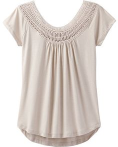 The prAna Nelly Tee has a wide crochet lace neckline that transitions into a relaxed fit and flattering shirttail hem, all brought to you in a blend of organic cotton and recycled materials. Outdoorsy Style, Outdoorsy Fashion, T Shirts, Tees, Knit Shirt, Short Sleeve Tee, Casual Looks, Casual Outfits, Casual Clothes