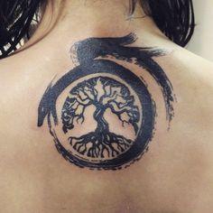 Mythische Ouroboros Tattoo-Ideen - was umhergeht kommt tribal dragon tattoo Mythische Ouroboros Tattoo-Ideen - was umhergeht kommt Tattoos Motive, Neue Tattoos, Wolf Tattoos, Body Art Tattoos, Sleeve Tattoos, Tatoos, Fenrir Tattoo, Norse Tattoo, Viking Tattoos