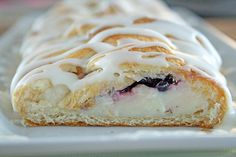 I (Aimie) have made this several times, and LOVE it. Easy Blackberry Cheese Danish using Crescent Rolls.    Ingredients:  1 tube Pillsbury crescent rolls  8 ounces cream cheese, softened  1/2 cup granulated sugar  1 teaspoon vanilla extract  3 tablespoons all purpose flour  1 cup fresh blackberries    for the icing-  1/2 cup powdered sugar  2 tablespoons heavy cream  1/8 teaspoon vanilla extract    D Cream Cheese Rolls, Cream Cheese Danish, Home Recipes, Great Recipes, Family Recipes, Incredible Recipes, Yummy Recipes, Breakfast Recipes, Dessert Recipes