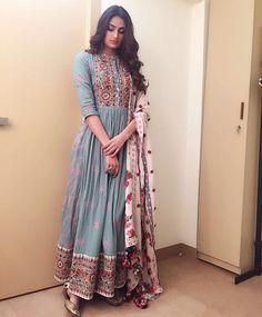 indian fashion Anarkali -- CLICK Visit link to see Mode Bollywood, Bollywood Fashion, Bollywood Anarkali Suits, Bridal Anarkali Suits, Bollywood Jewelry, Punjabi Suits, Bollywood Actress, Indian Attire, Indian Ethnic Wear