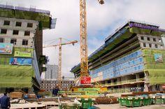 Dutch: Naar aanleiding van de dag van de bouw zijn Melvin en Ard Jan vandaag eens een kijkje gaan nemen bij de Markthal.