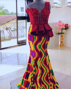 Beautiful Kente Styles For A Ghanaian Traditional Wedding–Get Inspired By These Amazing Video African Wear Dresses, Latest African Fashion Dresses, African Print Fashion, African Traditional Wedding Dress, African Fashion Traditional, Aso Ebi Lace Styles, Kente Styles, African Wedding Attire, African Attire