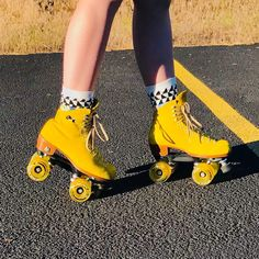 The best selection of new skate board dress in stock now. Retro Roller Skates, Roller Skate Shoes, Quad Roller Skates, Roller Derby, Roller Skating, Skater Girls, Aesthetic Vintage, Mellow Yellow, Wedding Shoes