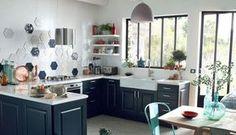 """Vous voulez changer de cuisine à """"tout prix"""" et cherchez un cuisiniste pour mener à bien votre projet. Cuisine ouverte, semi-ouverte ou fermée, avec îlot... quel type de cuisine vous tente et à quel prix ? Selon les matériaux utilisés, les équipements, la superficie... le prix de la cuisine varie. Pour vous aider dans votre entreprise, Côté Maison a répertorié les principaux cuisinistes et vendeurs de cuisines en tous genres : contemporaine, design, classique... à la fois pas chères et haut…"""