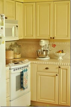 Kitchen cabinets yellow cupboards for 2019 Yellow Kitchen Cabinets, Kitchen Layout, White Cabinets, Cozy Kitchen, Kitchen Decor, Kitchen Ideas, Decorating Kitchen, Kitchen Designs, Kitchen Interior