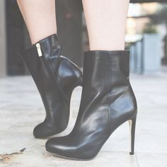 Louise et Cie Black Leather Booties Super chic and perfect for the cold! Awesome paired with a dress and tights. Brand by Vince Camuto and a Nordstrom exclusive. Brand new in the box. No trades!! 1211533nro Louise et Cie Shoes Ankle Boots & Booties