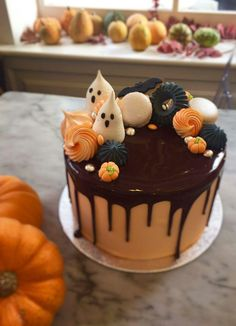 Awesome Halloween cake by Peggy Porschen with ghost, bat and pumpkin detail and coloured meringue! Halloween Smash Cake, Halloween Torte, Pasteles Halloween, Bolo Halloween, Halloween Birthday Cakes, Halloween Sweets, Halloween Baking, Halloween Cupcakes, Holiday Cakes