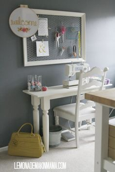 Love so many details in this home! Chicken wire frame at work, soda crate in the kitchen, mason jars in the office!