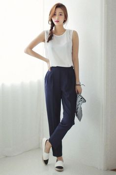 So if you want to wear comfy outfits for work, check out these casual and comfy work outfit inspiration below. 30 Comfy Office Outfits To Wear All Day Long Fashion Mode, Work Fashion, Asian Fashion, Fashion Outfits, Fashion Tips, Fashion Trends, Office Fashion, Fasion, Korean Fashion Summer