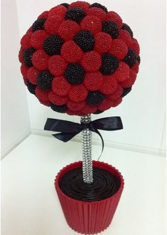 This would make a great soccer ball Sweet Trees, Ladybug Party, Candy Crafts, Chocolate Bouquet, Edible Arrangements, Candy Bouquet, Candy Table, Sweets, Soccer Party