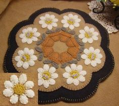 Penny Lane Primitives Delightful Daisies penny rug pattern