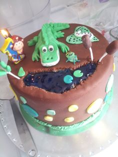 July 2013_Crocodile Cake (the heart and the animal near the crocodile head are not mine xD a little girl wanted to help me that day... ^ ^')