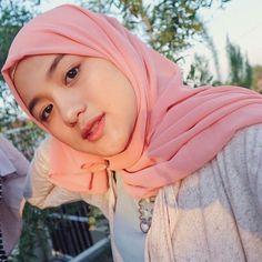 Hijabi Manja: Beautiful Hijab Dara Full of Romance Beautiful Hijab Girl, Beautiful Muslim Women, Moslem, Simple Hijab, Modern Hijab Fashion, Muslim Beauty, Indonesian Girls, Hijab Tutorial, Hijab Chic