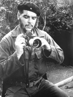 Few people know that Che Guevara was actually an avid photographer. In fact, he has said that before becoming a comandante he was a photographer. A collection of his images was put together in 1990 by the Centro de Estudios de Che Guevara in Cuba. Famous Pictures, Old Pictures, Che Guevara Photos, Ernesto Che Guevara, Robert Frank, Classic Camera, By Any Means Necessary, Fidel Castro, Famous Photographers