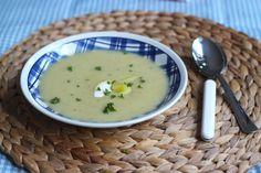 Zin in een lekker, simpel en snel soepje? Dan is deze aardappelsoep echt een aanrader! Heerlijk, voedzaam en prima van te voren te…