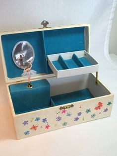 VINTAGE CHILDS TWIRLING HOLLY HOBBIE MUSICJEWELRY BOX MAKE SOMEONE