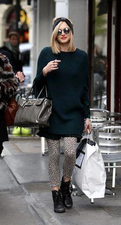 how to style animal print leggins....toda la onda!!!! maxi sueter, tubante, calzas animal  y borcegos!!! el bolso también es espectacular!!!!  Fearne Cotton.