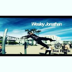 Check out team true honor athlete @wesleyjonathan. He's an up and coming barathlete that's got some of the most stylish moves on the bars with swagger and grace. Wesley's talent doesn't stop at freestylecalisthenics though. He's an established Hollywood actor that's had major roles in movies and on TV for over 20yrs including Roll Bounce, Boy Meets World, CSI Miami and the list goes on and on with dozens of other major movies. Check him out on his sitcom @thesoulmantv airing on tv land…