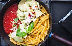 Les one pan pasta, ces préparations de pâtes tout-en-un, vont vous épater ! Cette recette à la norma vous donnera des envies de voyage en Italie, et vous serez surpris par sa facilité ! Buon Appetito !