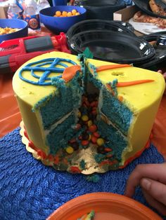 Nerf party - Cake filled with candy