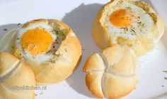 Eggs in a Basket (ei in een broodmandje) - Betty's Kitchen Eggs In A Basket, Cooking Recipes, Healthy Recipes, Easter Brunch, Easter Recipes, Creative Food, Fish Recipes, Food Inspiration, Breakfast Recipes