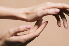 10 Expert-Approved Ways To Make Your Nails Dry Fast (And Keep Them Smudge-Free!)