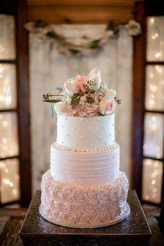 3 Tier Wedding Cakes, Buttercream Wedding Cake, Wedding Cake Rustic, Beautiful Wedding Cakes, Wedding Cake Designs, Beautiful Cakes, Wedding Cakes With Icing, Nature Wedding Cakes, Wedding Cake Pink