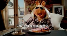 Meet Kermit the Frog's New Girlfriend! (And Miss Piggy's Subsequent Wrath) Miss Piggy Meme, Miss Piggy Quotes, Die Muppets, Fraggle Rock, The Muppet Show, Kermit The Frog, New Girlfriend, Jim Henson, Animated Gif