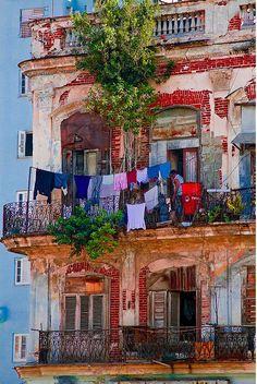 Heart of Havana - La Habana, neighbourhood, windows, traces of colour