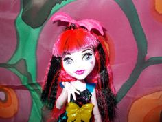 """Calaminthes """"Clawdeens Photoblog"""": REVIEW: Electrified Draculaura"""