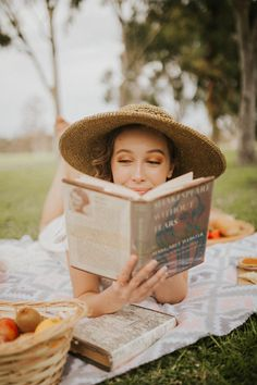 Picnic Photography, Spring Photography, Book Photography, Creative Photoshoot Ideas, Photoshoot Inspiration, Picnic Photo Shoot, Picnic Pictures, Debut Photoshoot, Mommy And Me Photo Shoot