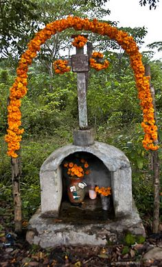Roadside descanso (resting place) decorated for Day of the Dead, Veracruz, Mexico