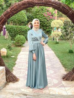 Silk Bridesmaid Dresses, Hijab Wedding Dresses, Pakistani Dresses Casual, Satin Dresses, Hijab Evening Dress, Hijab Dress Party, Muslim Women Fashion, Fashion Dresses, Modesty Fashion