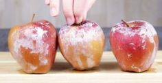 She sprinkled baking powder on her apples. The result? I had no idea. Rowan, Caramel Apples, Food Hacks, Good To Know, Baking Soda, Onion, Smoothie, Fruit, Vegetables