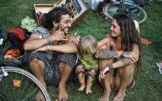 We Heart It 経由の画像 https://weheartit.com/entry/64479567/via/324002 #beautiful #boho #cool #dreadlocks #dreads #family #hippie