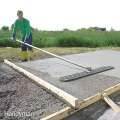 Form and Pour a Concrete Slab A pro shows you how to build strong concrete forms, place a solid slab and trowel a smooth finish Concrete Walkway, Concrete Bricks, Concrete Forms, Poured Concrete, Concrete Patios, Concrete Projects, Outdoor Projects, Mix Concrete, Concrete Floor