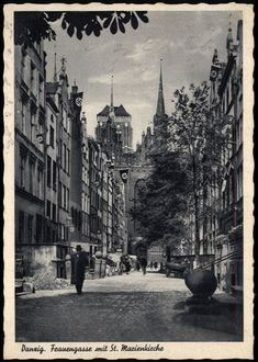 DANZIG Gdansk FRAUENGASSE mit St. Marienkirche - interessante sw-AK gel. 1943 | eBay Danzig, Germany And Prussia, Gdansk Poland, Krakow, Old City, Beautiful Buildings, Kirchen, Historical Photos, Cool Places To Visit
