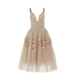 Carolina Herrera Embellished Tea Length Gown (7.286.335 COP) ❤ liked on Polyvore featuring dresses, gowns, vestidos, carolina herrera, gold, a line ball gown, gold ball gown, embellished gown, gold embellished dress and gold tea length dress