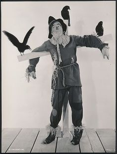 1939 Photo of Ray Bolger, The Scarecrow of The Wizard of Oz | the Wizard of Oz Collectionary